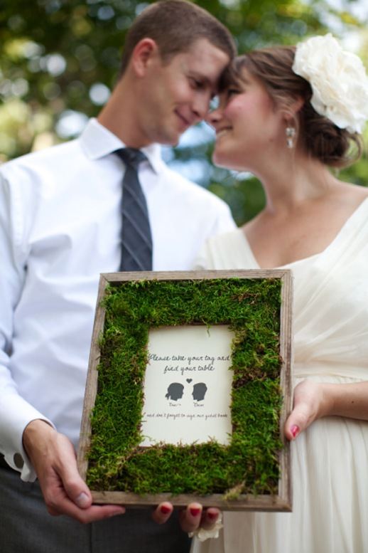 Moss frame with directions for wedding guests.
